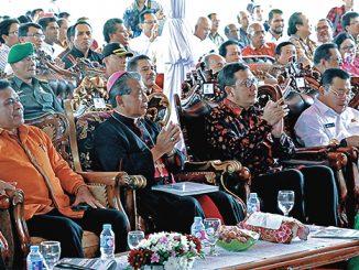 Para petinggi Gereja dan Negara dalam acara Peresmian STAKat Pontianak.[Dok. Pribadi]