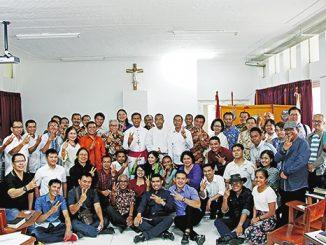 Mgr Sensi bersama pengurus dan peserta rekoleksi VPI.[HIDUP/ Marchella A. Vieba]