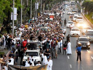 """Ribuan umat Katolik mengikuti """"Jalan Salib untuk Kehidupan"""" di Manila, Filipina. (cbcpnews)"""