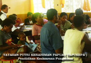 Kelas Baca Tulis bagi Buta Aksara yang dirintis oleh YAPEKPA di Sentani Papua
